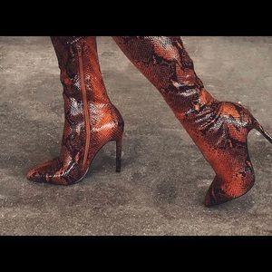 Women's boots NEW never worn